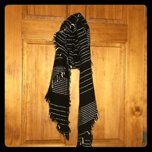 6' Black and White Winter Scarf